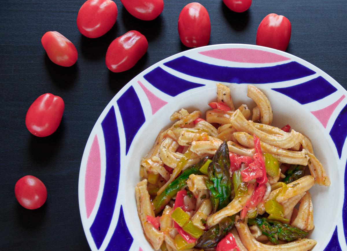 pasta fresca pomodorini asparagi porro