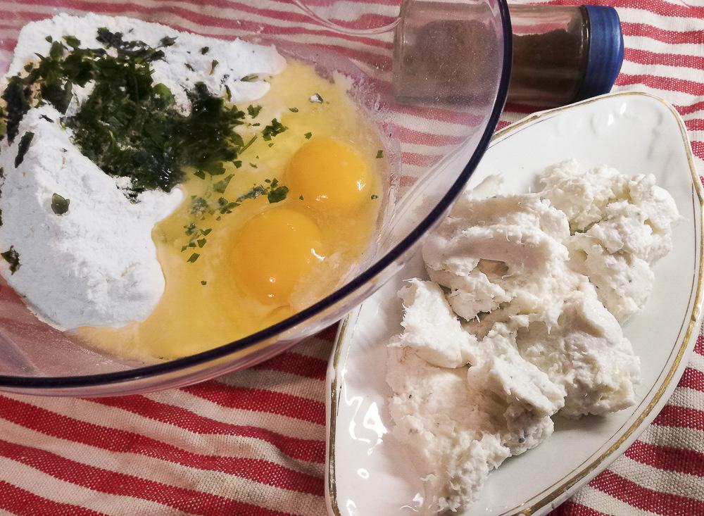 mezzelune soleggiate con baccalà e salsa allo zafferano